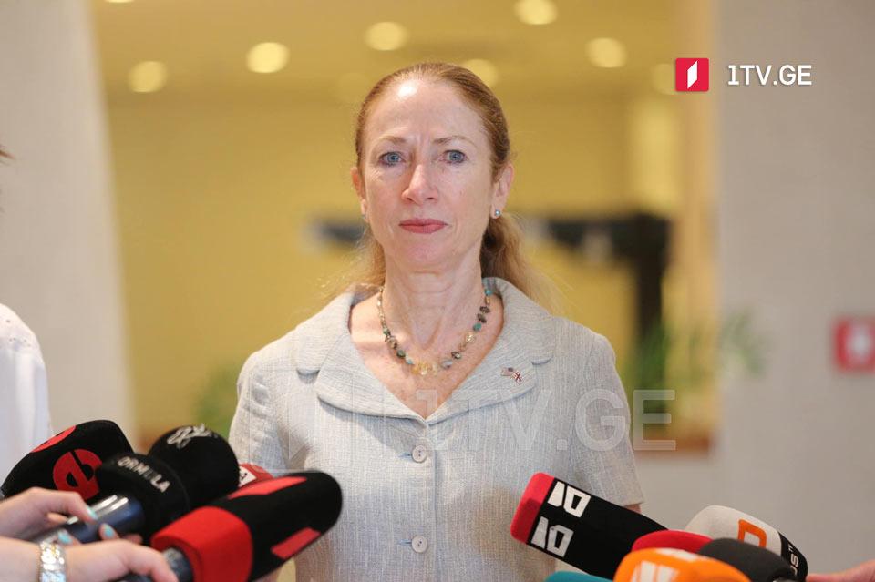 Келли Дегнан - Мы настоятельно призываем правящую и оппозиционные партии выполнить соглашение от 19 апреля