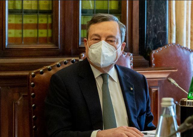 """იტალიის პრემიერმა """"კოვიდ-19""""-ის საწინააღმდეგო ვაქცინის მეორე დოზა სხვა ვაქცინით გაიკეთა"""