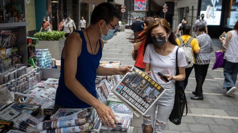 """მედიის ცნობით, ჰონგ-კონგის უდიდესი პროდემოკრატიული გამომცემლობა """"ეფლ დეილი"""" დაიხურება"""