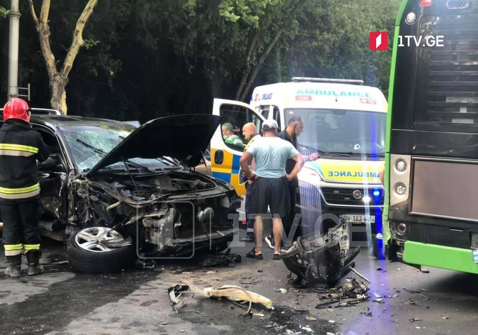 თბილისში, თამარ მეფის ხიდზე ავარიის შედეგად ორი ადამიანი დაშავდა