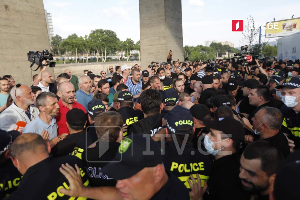 Tension mounts as Tbilisi Pride opponents clash with police