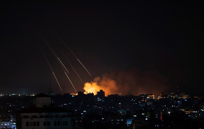 """ისრაელის თავდაცვის ძალებში აცხადებენ, რომ ღაზას სექტორში """"ჰამასის"""" ობიექტებზე ავიაიერიშები მიიტანეს"""