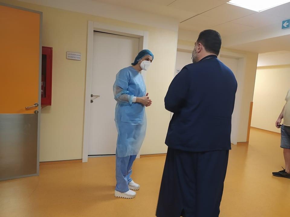 საპატრიარქოს წარმომადგენელმა დაშავებული ჟურნალისტები საავადმყოფოში მოინახულა