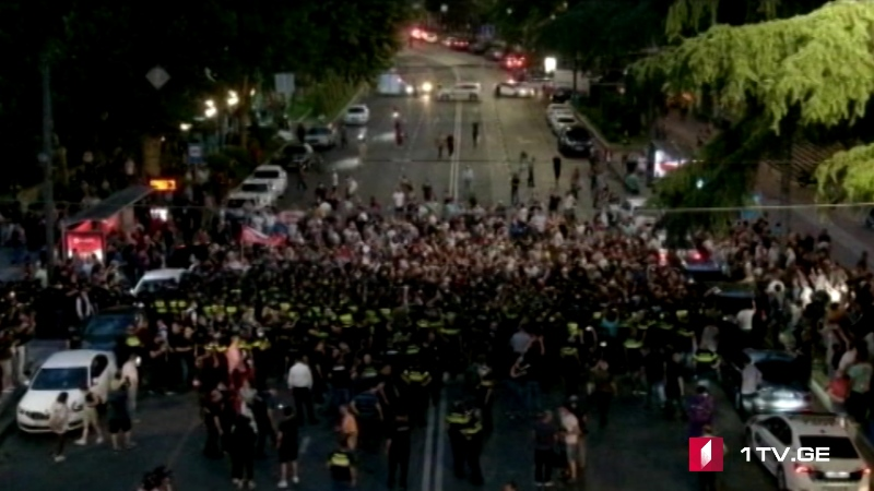 Tensions mount as far-right activists try to break police lines