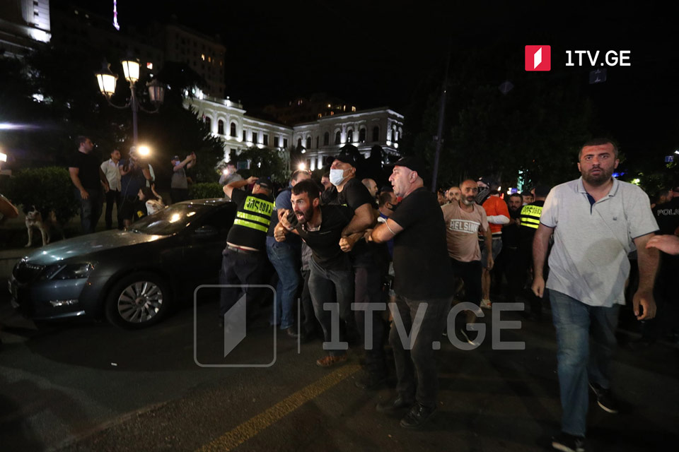 Police to detain over hundred far-right demonstrators