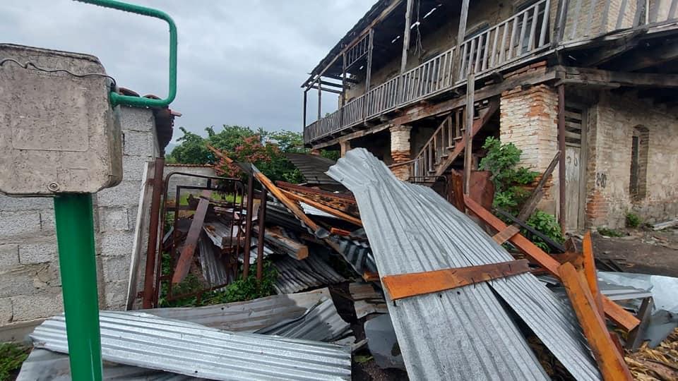 ყვარლის მუნიციპალიტეტის რამდენიმე სოფელში ძლიერმა ქარმა სახლებს სახურავები გადახადა