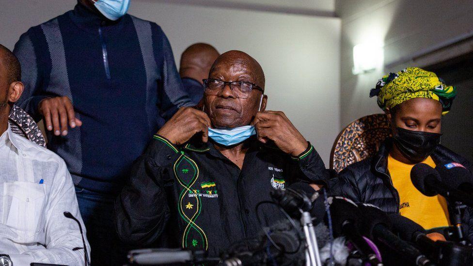 სამხრეთ აფრიკის ყოფილი პრეზიდენტი პოლიციას ჩაბარდა