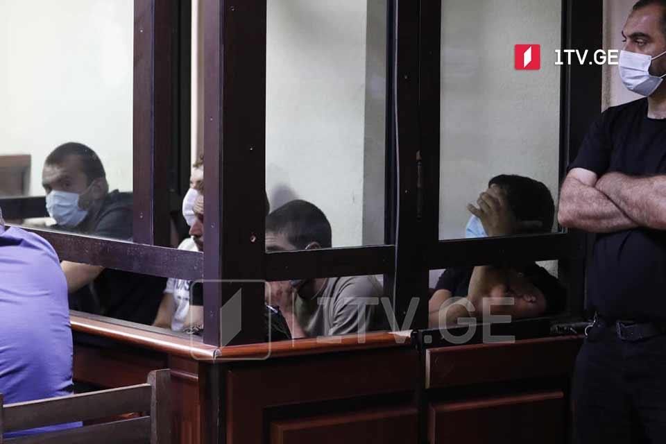 სასამართლომ 5 ივლისის მოვლენებისას დაკავებულ ხუთ პირს, მათ შორის საქართველოს პირველი არხის ოპერატორზე ძალადობაში ბრალდებულს, აღკვეთის ღონისძიებად პატიმრობა შეუფარდა
