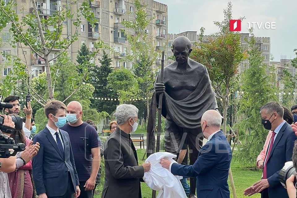 თბილისში მაჰათმა განდის ძეგლიდან სათვალე მოიპარეს