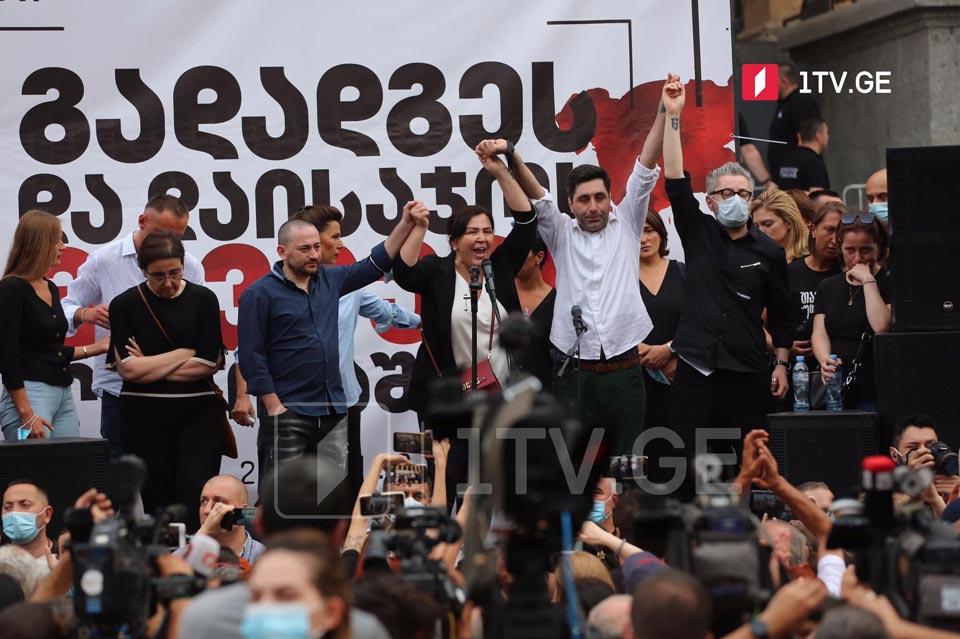 Media representatives demand PM's resignation