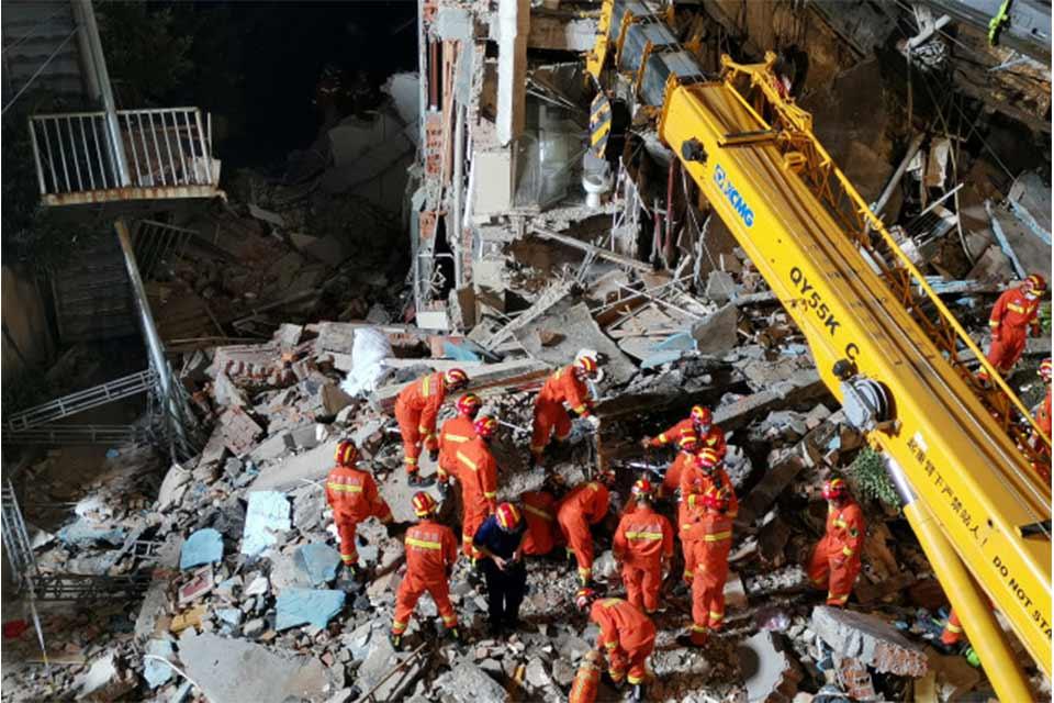 მედიის ინფორმაციით, ჩინეთის ქალაქ სუჩჟოუში სასტუმროს შენობის ჩამონგრევის შედეგად, 17 ადამიანი დაიღუპა