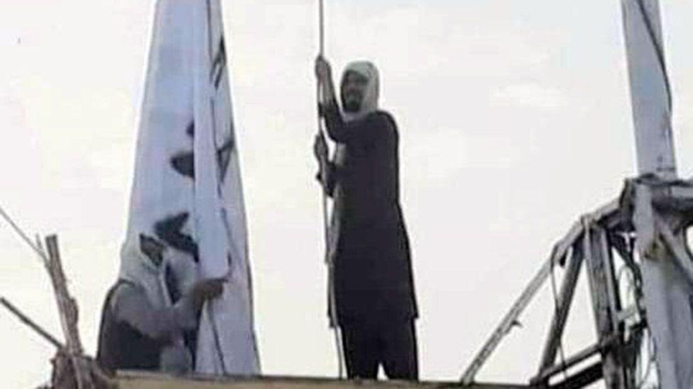 """""""ბიბისი"""" - ავღანეთ-პაკისტანის საზღვართან მოძრაობა """"თალიბანმა"""" საკუთარი დროშა აღმართა"""