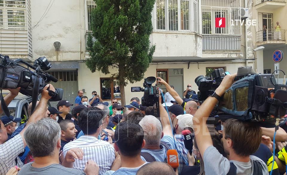 """Сторонники """"Национального движения"""" проводят акцию у дома Ираклия Гарибашвили"""