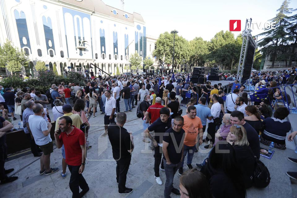 Protest of media at parliament (Photo)