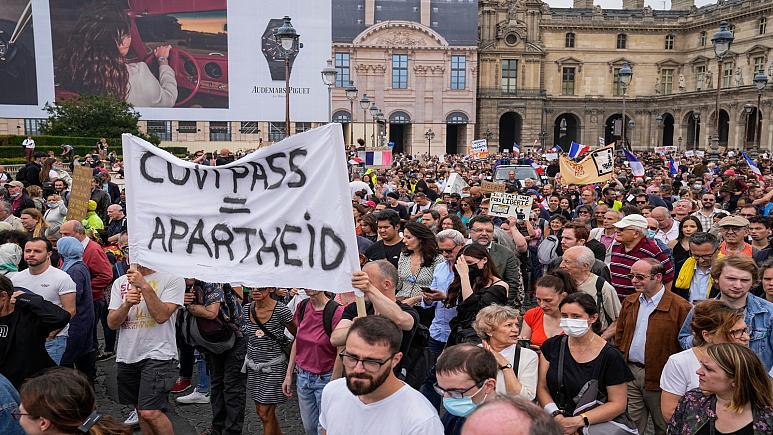საფრანგეთში ათიათასობით ადამიანმა ახალი კოვიდრეგულაციები გააპროტესტა