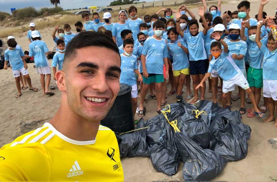 ევრო 2020-ის შემდეგ, ფერან ტორესმა ბავშვებთან ერთად პლაჟი დაასუფთავა #1TVSPORT