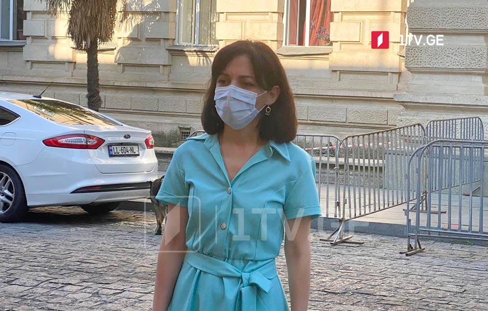 სოფიო გორგოძე ქუთაისის პირველ საჯარო სკოლაში ეროვნული გამოცდების პროცესს დააკვირდა
