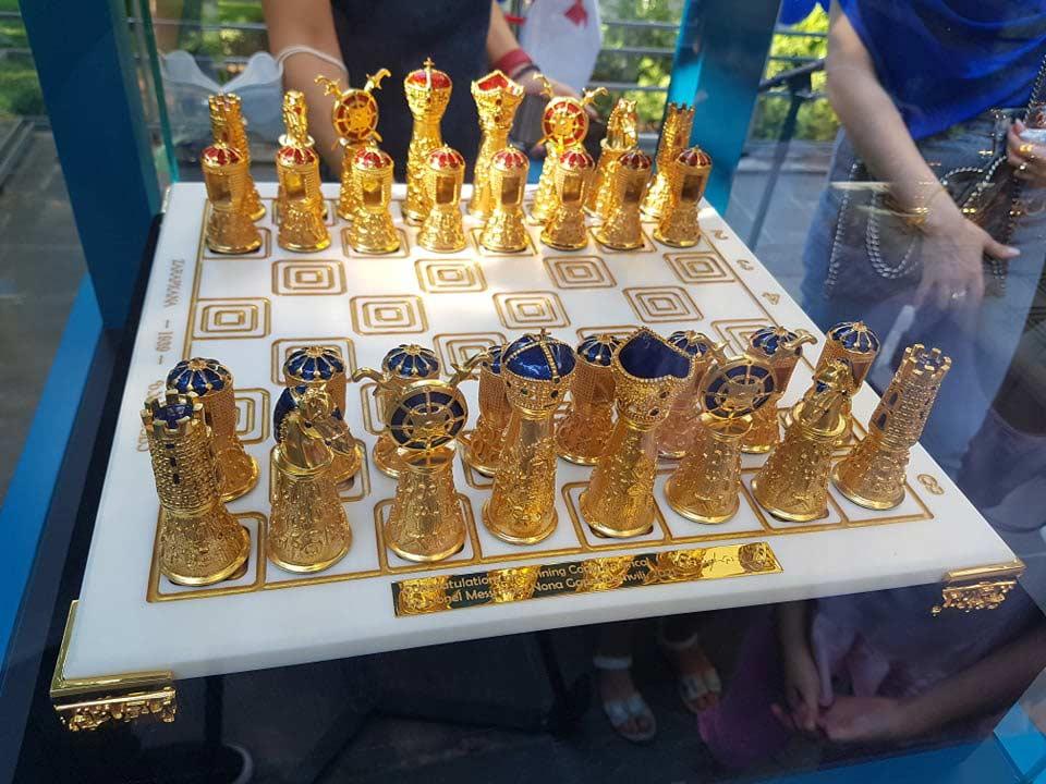 ფეხბურთის მეფეს ჭადრაკის დედოფლისგან - მესის გაფრინდაშვილი სიმბოლურ, სამეფო საჩუქარს გადასცემს #1TVSPORT