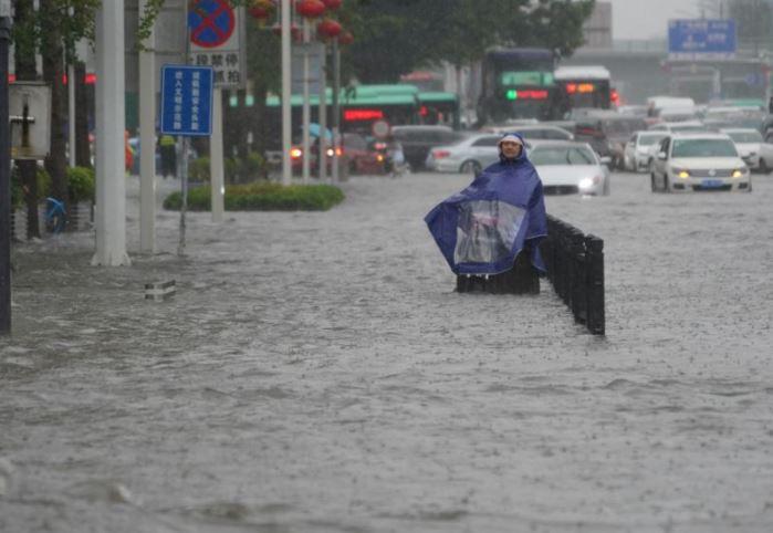 ჩინეთში, ჰენანის პროვინციაში წყალდიდობის შედეგად 12 ადამიანი დაიღუპა