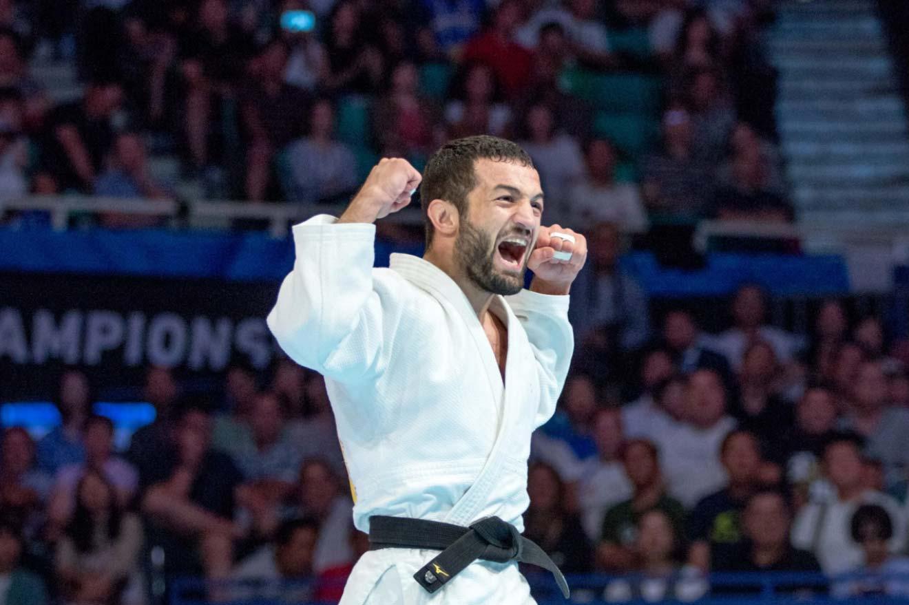 პირველი ქართული გამარჯვება ტოკიოს ოლიმპიადაზე - ლუხუმ ჩხვიმიანმა აზერბაიჯანელი ჰუსეინოვი დაამარცხა [ვიდეო] #1TVSPORT