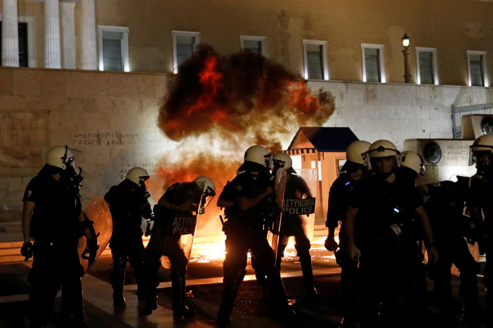 ათენში სავალდებულო ვაქცინაციის საწინააღმდეგო აქციაზე პოლიციასა და მომიტინგეებს შორის შეტაკება მოხდა