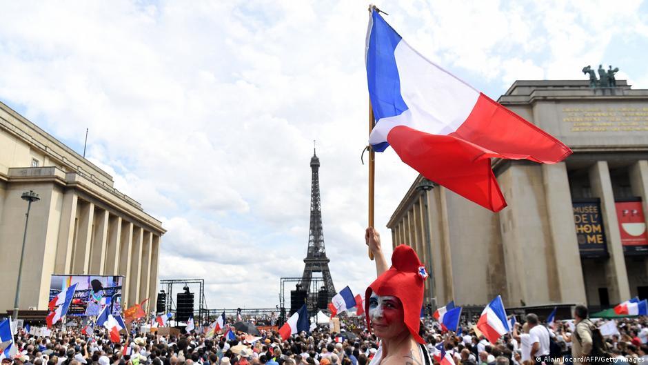 საფრანგეთის სენატმა კორონავირუსთან ბრძოლის ზომების გამკაცრებას მხარი დაუჭირა