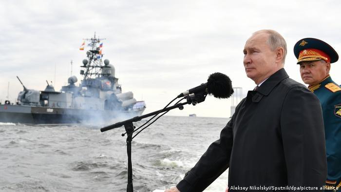 ვლადიმერ პუტინი - რუსეთის სამხედრო-საზღვაო ძალები მზად არის, მოუგერიებელი დარტყმა განახორციელოს მტრის სამიზნეებზე, თუ ეს ქვეყნის ეროვნულ ინტერესებში იქნება