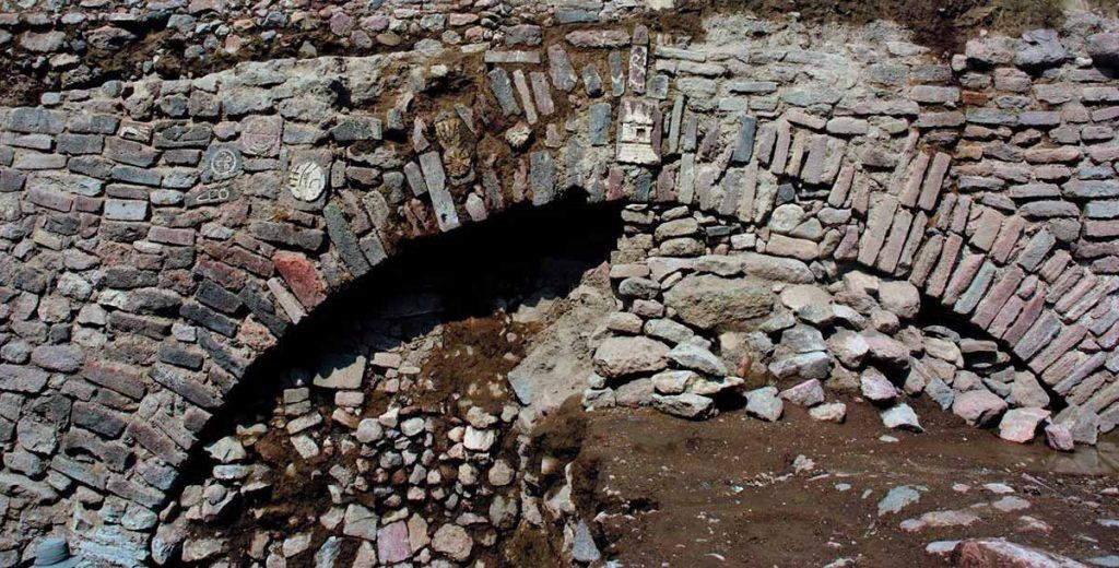 აცტეკების დედაქალაქის უჩვეულო მონუმენტს მექსიკელი არქეოლოგები კვლავ მიწაში ჩამარხავენ — #1tvმეცნიერება