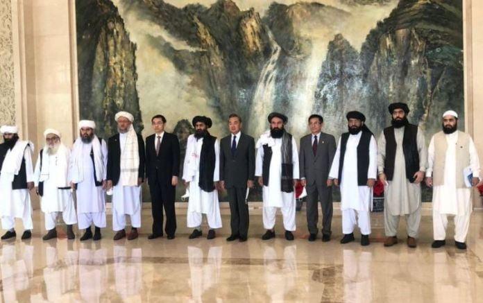 """ჩინეთის საგარეო საქმეთა მინისტრი """"თალიბანის"""" პოლიტიკურ ხელმძღვანელს შეხვდა"""