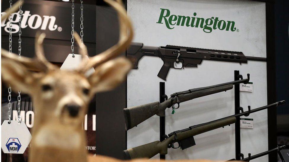 """კომპანია """"რემინგტონი"""", რომლის მიერ წარმოებული იარაღითაც 2012 წელს სენდი ჰუკის სკოლაში თავდასხმა მოხდა, მსხვერპლთა ოჯახებს 33 მილიონი დოლარის კომპენსაციას სთავაზობს"""