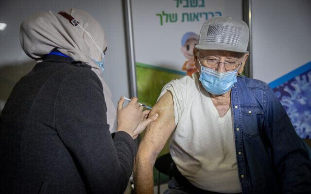 """ისრაელში 60 წელს ზემოთ ასაკის მქონე ადამიანებს """"კოვიდ 19""""-ის საწინააღმდეგო ვაქცინის მესამე დოზით აცრიან"""