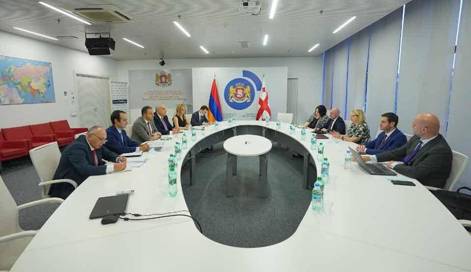 ნათია თურნავა სომხეთის ეკონომიკის მინისტრს ვაჰან ქერობიანს შეხვდა