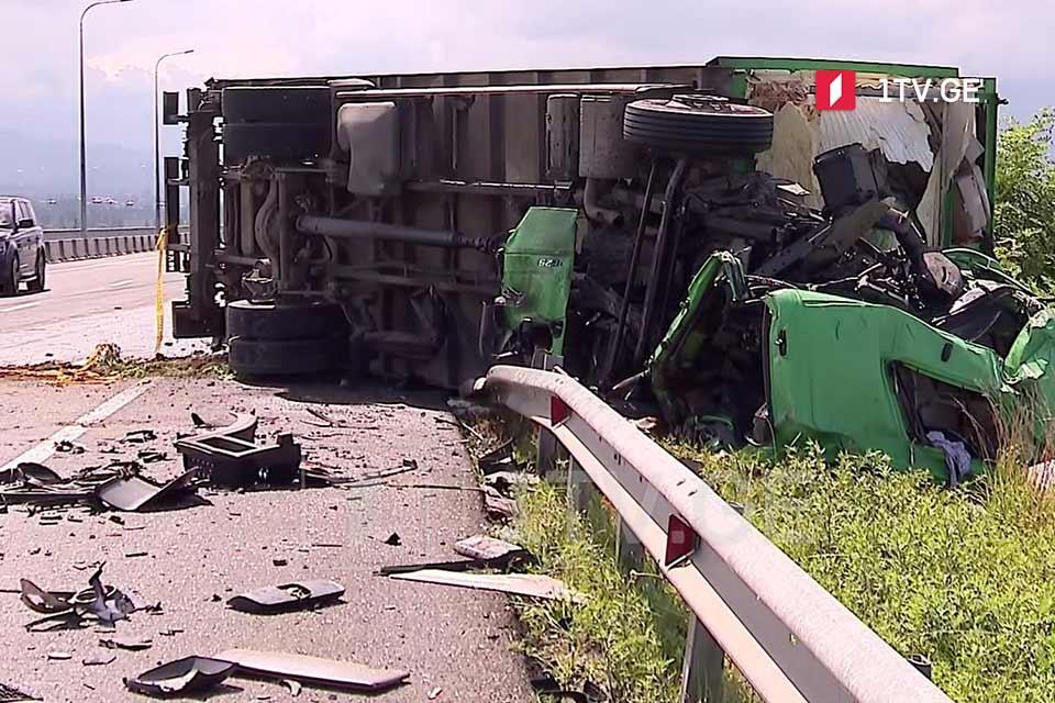 ქობულეთის შემოვლით გზაზე ავტოსაგზაო შემთხვევის შედეგად ერთი ადამიანი დაიღუპა, ერთი კი დაშავდა