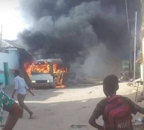 სომალიში ააფეთქეს ავტობუსი, რომელსაც ფეხბურთელები გადაჰყავდა