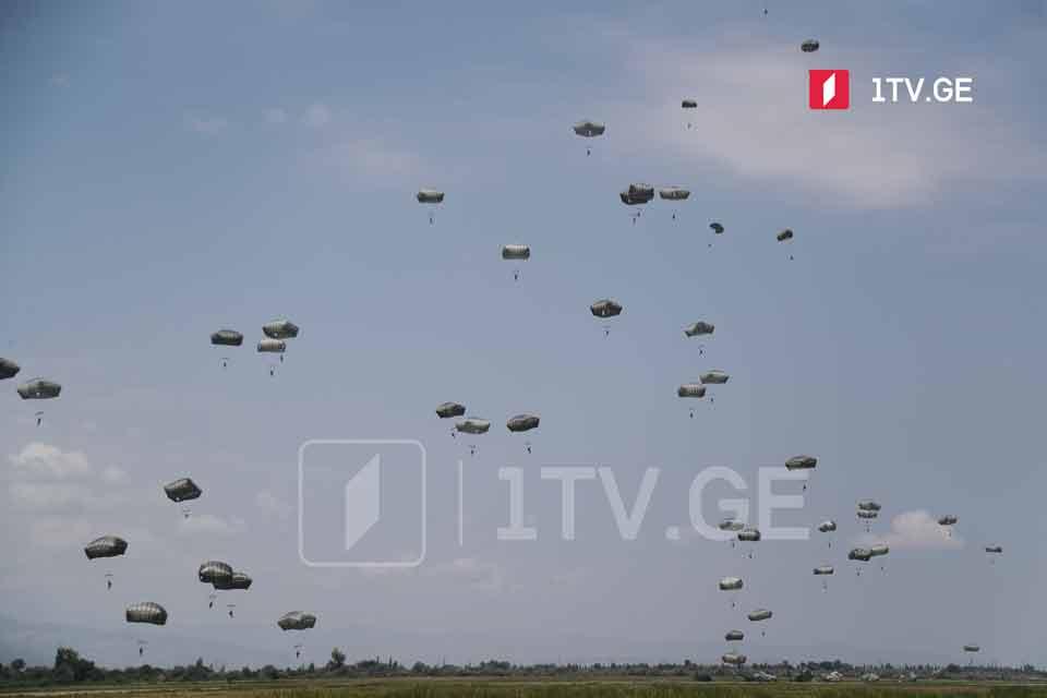 Agile Spirit 2021-ის ფარგლებში ქართველი და ამერიკელი სამხედროების მონაწილეობით საჰაერო-სადესანტო წვრთნა გაიმართა [ფოტო]