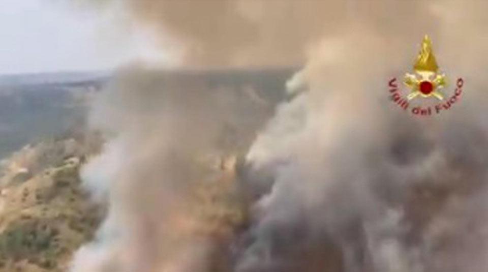იტალიის ქალაქ პესკარაში ტყის ხანძრის შედეგად ხუთი ადამიანი დაშავდა