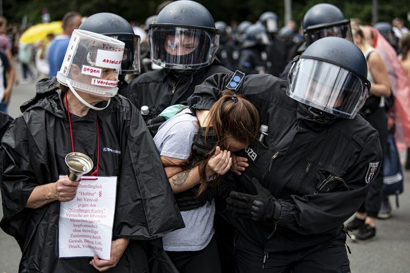 """ბერლინში """"კოვიდ-19""""-ის გავრცელების პრევენციის მიზნით დაწესებული შეზღუდვების წინააღმდეგ ასობით ადამიანი გამოვიდა"""
