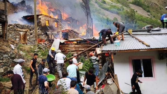 თურქეთის ჩრდილო-აღმოსავლეთ პროვინცია ართვინში ხანძრის შედეგად 20-მდე სახლი დაზიანდა