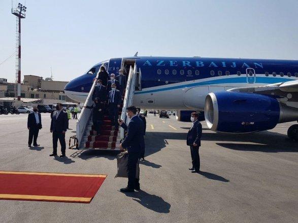 აზერბაიჯანული და სომხური დელეგაციები ირანის ახალი პრეზიდენტის ინაუგურაციაზე დასასწრებად თეირანში ჩავიდნენ