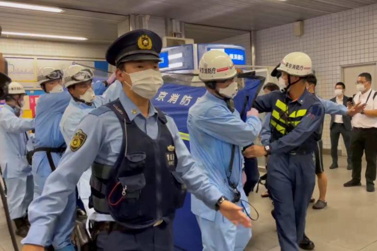 ტოკიოში მამაკაცი დააკავეს, რომელმაც სამგზავრო მატარებელში ათი ადამიანი დაჭრა