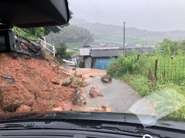 იაპონიაში გადაუღებელი წვიმების გამო საფრთხის უმაღლესი დონე გამოაცხადეს