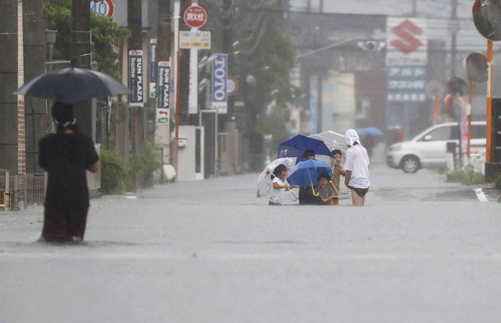 ძლიერი წვიმის გამო იაპონიის სამხრეთ-დასავლეთით მდებარე ოთხ პრეფექტურაში, 1,7 მილიონი მოსახლისთვის სასწრაფო ევაკუაცია გამოცხადდა