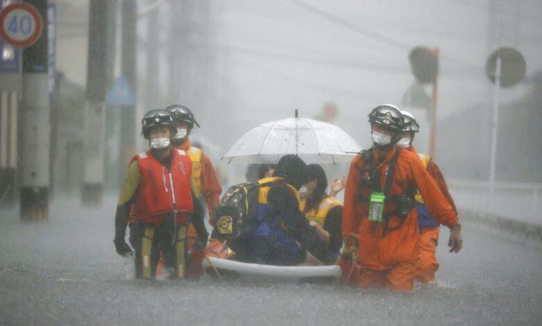 იაპონიაში გადაუღებელი წვიმის შედეგად გამოწვეული მეწყრული პროცესის გამო, ერთი ადამიანი დაიღუპა და ორი დაკარგულად ითვლება