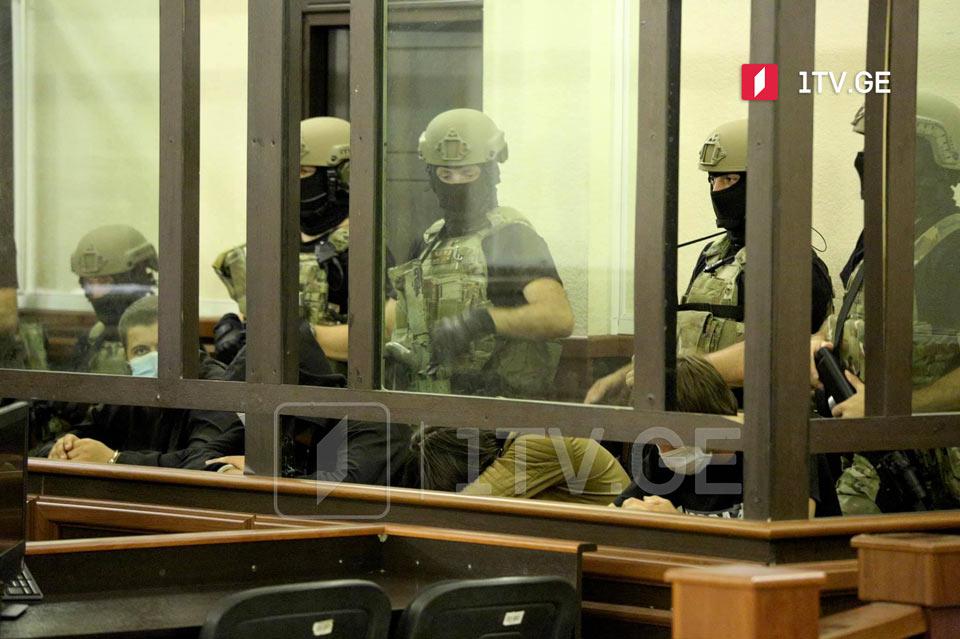 სასამართლო ტერორისტული ორგანიზაციის წევრობის ბრალდებით დაკავებული პირებისთვის აღკვეთის ღონისძიების შეფარდებაზე მსჯელობს