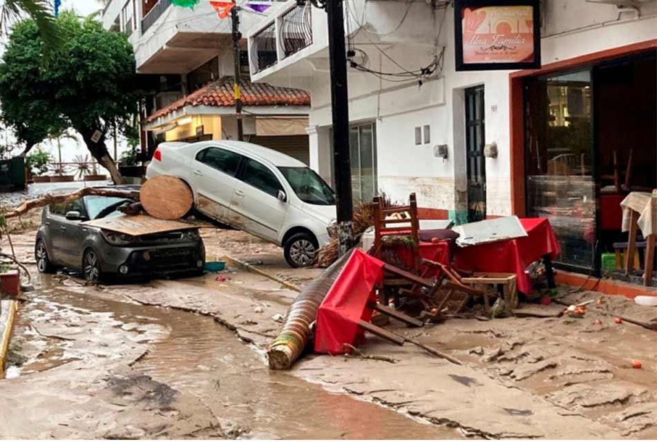 """მექსიკაში ქარიშხალ """"ნორას"""" ძლიერი წვიმა და წყალდიდობა მოჰყვა"""