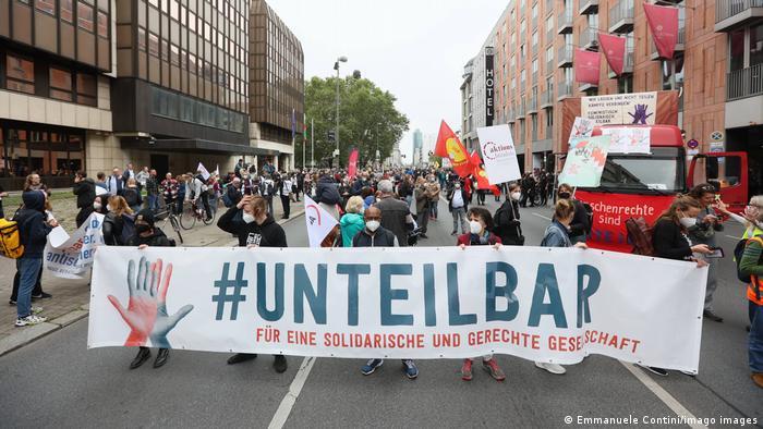 ბერლინში ათასობით ადამიანმა საზოგადოებრივი სოლიდარობისთვის აქცია გამართა