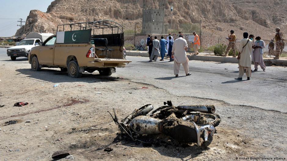 პაკისტანში თვითმკვლელი ტერორისტის თავდასხმას სულ მცირე სამი სამხედრო ემსხვერპლა