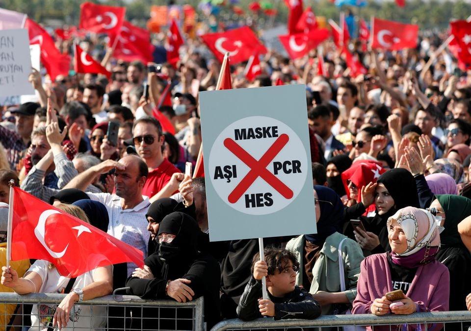 თურქეთში ახალი კოვიდრეგულაციების მოწინააღმდეგეებმა აქცია გამართეს