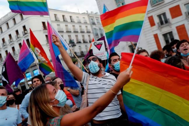 მადრიდის ცენტრში ასობით ადამიანმა ბოლო თვეებში ჰომოფობიური თავდასხმის შემთხვევების ზრდა გააპროტესტა