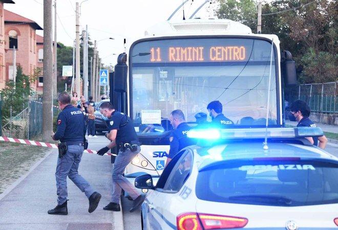 იტალიის ქალაქ რიმინიში სომალელმა მამაკაცმა ოთხი ქალი და ერთი მცირეწლოვანი ცივი იარაღით დაჭრა